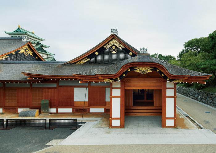 Bên ngoài cung điện Honmaru lộng lẫy